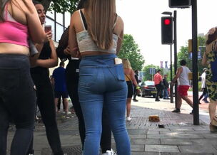 Teen ass candid